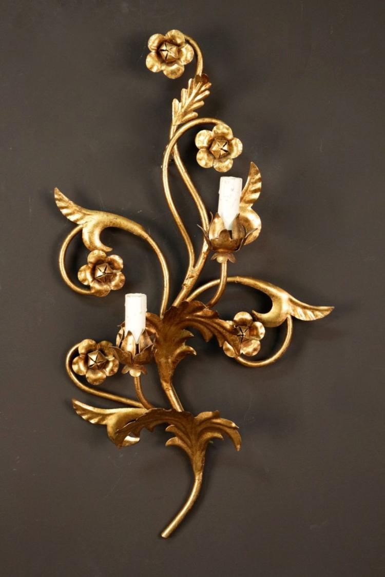 BAGUES  Paire d'appliques en métal doré découpé