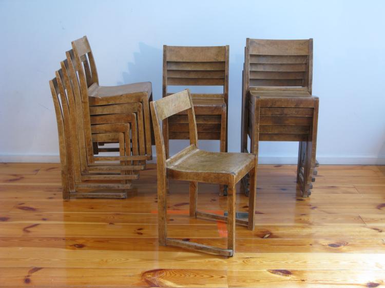 SVEN MARKELIUS, vers 1940  Suite de 16 chaises pour le théâtre HELSINBORG en bois blond