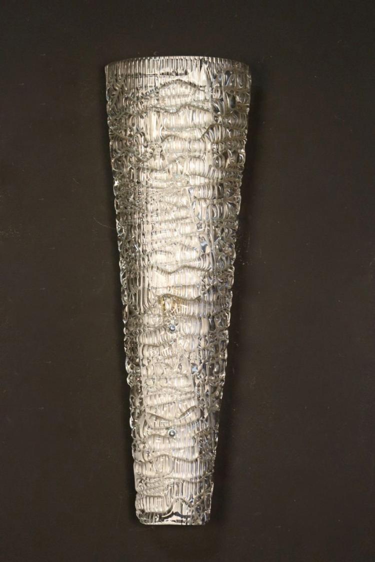 ARLUS, vers 1955  Paire d'appliques en verre moulé