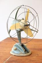 MARELLI - années 1950  Ventilateur en métal laqué vert