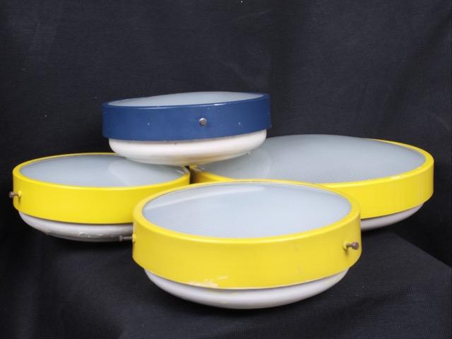 ARREDOLUCE - Vers 1955  Suite de 4 plafonniers tambour en métal et perspex