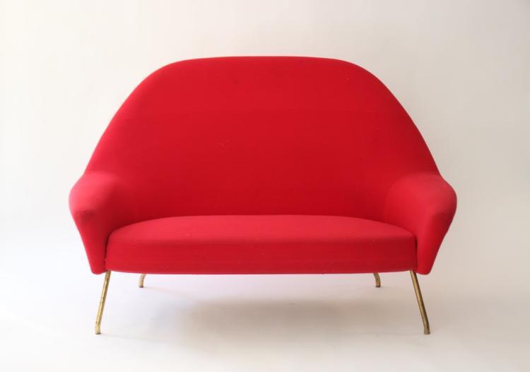 Joseph-André MOTTE (1925-2013) - Edition STEINER - Vers 1955  Un canapé et un fauteuil modèle 770 en tissu rouge et métal