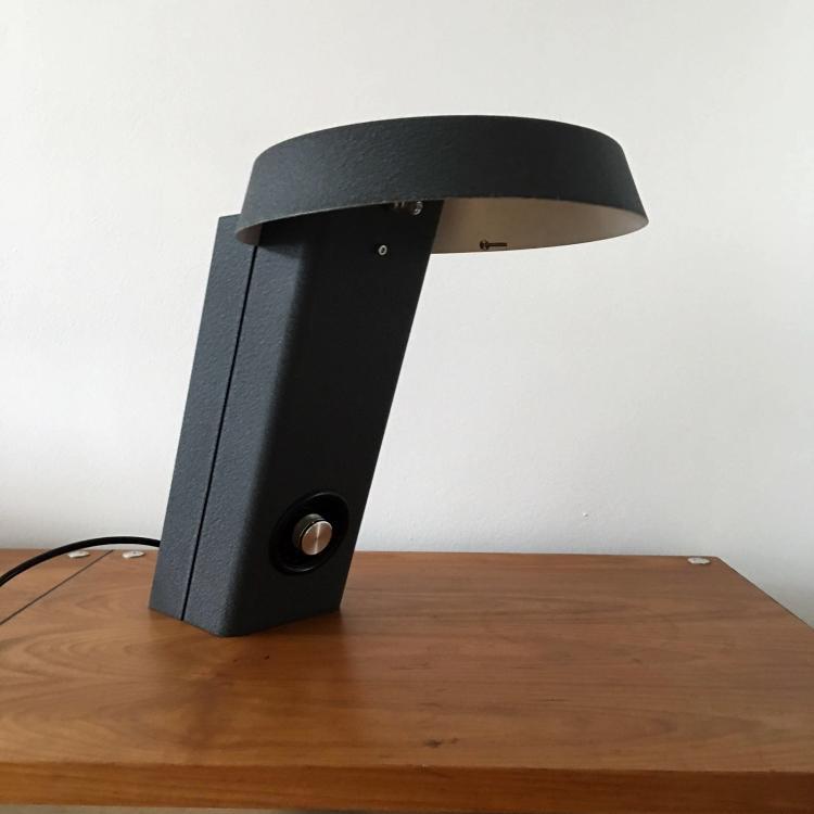 Gino SARFATTI (1912-1985) - Edition ARTELUCE - vers 1950 Rare lampe modèle 607 en métal laqué noir