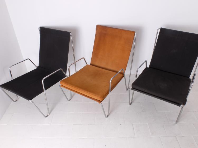 Verner PANTON (1926-1998) - Edition Fritz Hansen vers 1955  Suite de trois fauteuils modèle Bachelor en tissu tendu sur structure en tube de métal chromé