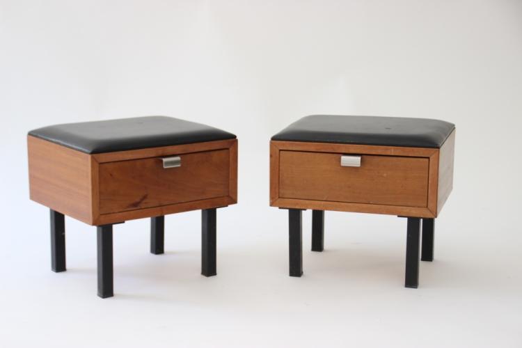 Pierre GARRICHE (1926-1995), dans le goût de - vers 1950  Paire de chevets ouvrant par un tiroir en bois naturel, dessus en skaï noir, piètement en métal laqué noir