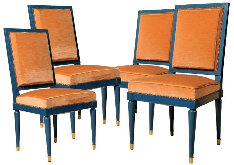 JANSEN circa 1965   Suite de quatre chaises en bois laqué bleu-roi, laiton et assise en velours orange