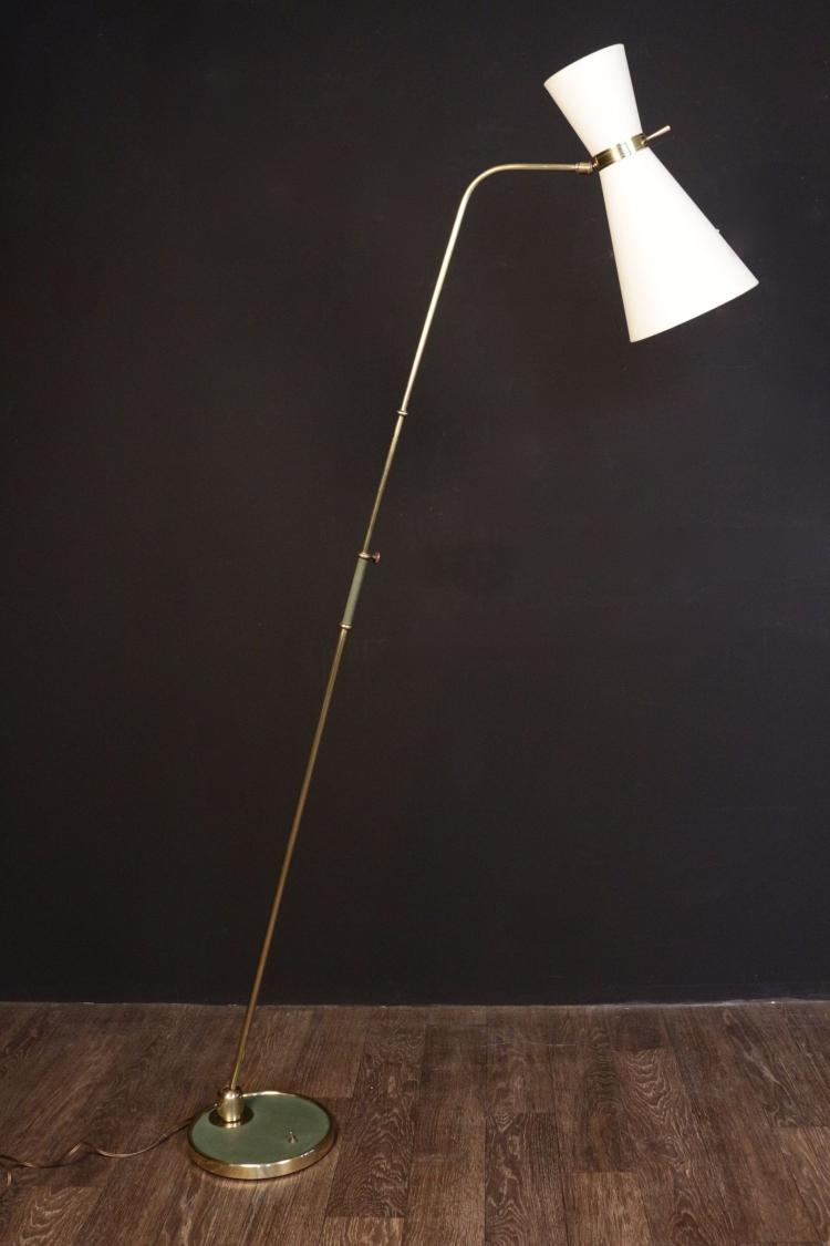 LUNEL -  vers 1955 Lampadaire à rotule et double réflecteur en métal doré
