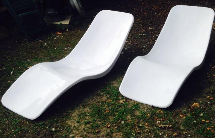 Charles ZUBLENA (1910-?) - vers 1965  Paire de chaises longues en polyester laque blanc