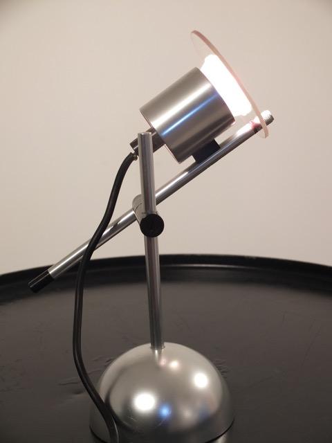 Peter NELSON (XX) - vers 1965 Lampe en inox et métal