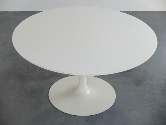 ARKANA - Vers 1965 Table de salle à manger en bois mélaminé laqué et métal laqué