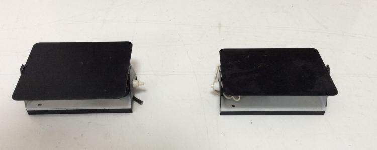 Charlotte PERRIAND (1903-1999) - Edition Steph Simon - vers 1960  Paire d'appliques modèle volet en Métal noir satiné et blanc mat