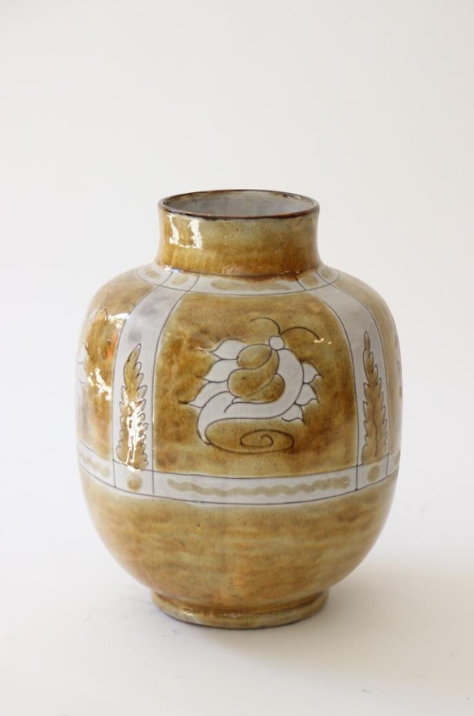 Alain MAUNIER (XX) - VALLAURIS  Vase en faïence émaillée ocre à décor d'insectes