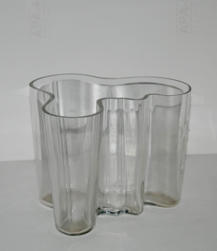 Alvar Aalto (1898-1976)   Vase modèle « Savoy » en verre