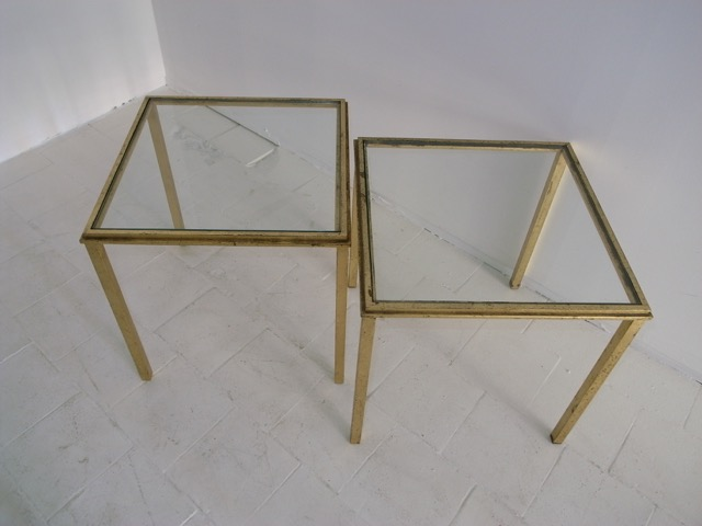 Robert THIBIER (1926-2001) Paire de tables basses en métal doré et verre