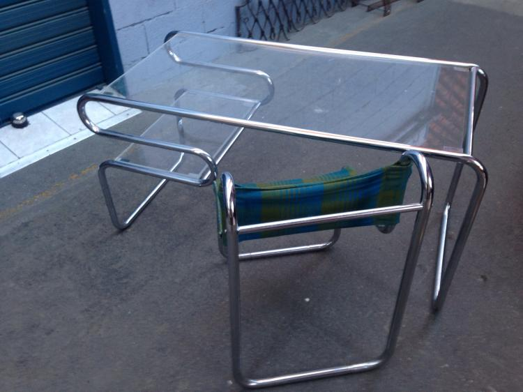 PRISUNIC - 1970  Bureau et chaise de bureau en plexiglas et métal tubulaire chromé