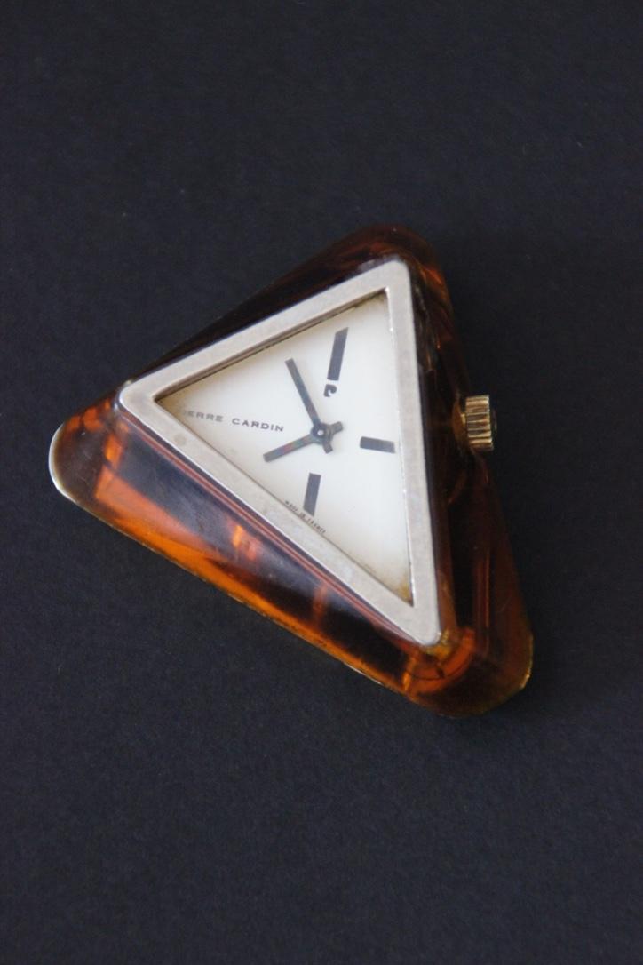 Pierre CARDIN  Montre sans bracelet de forme triangulaire en acétate translucide marron
