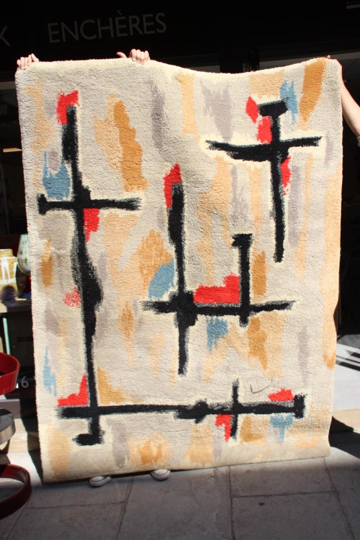 Jacques BORKER (1922) - vers 1960 Tapis en laine à décor abstrait polychrome sur fond clair 200 x 150 cm