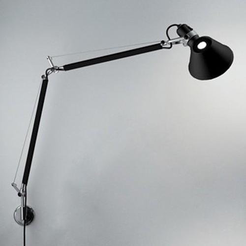 Michele DE LUCCHI (1951-) et Giancarlo FASSINA - Edition Artemide - Circa 1990  Lampe à fixer modèle « Tolomeo » en aluminium laqué noir mat
