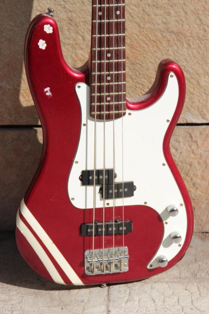 FENDER Guitare électrique modèle SQUIER Précision bass