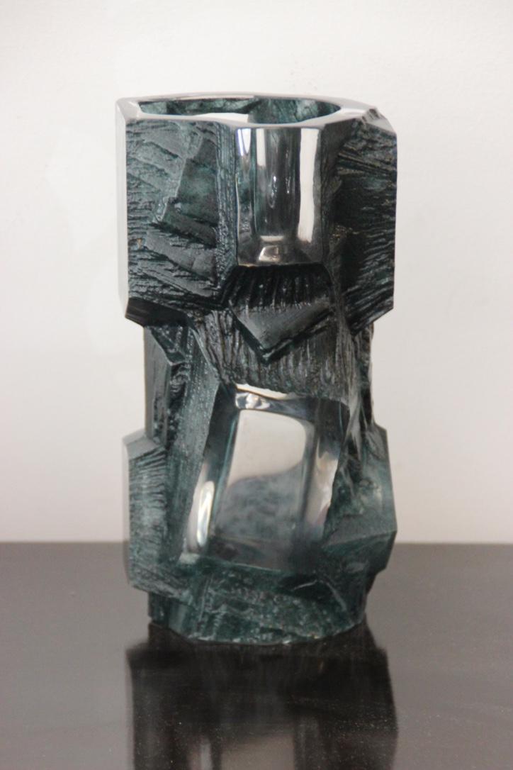DAUM France   Vase en cristal vert de forme géométrique