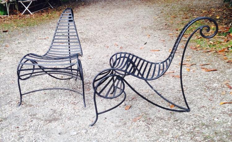 André DUBREUIL (1951), d'après - vers 2000  Paire de fauteuils modèle SPINE en fer forgé laqué noir