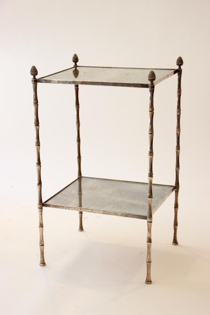 BAGUES  Bout de canapé à structure en bronze argenté supportant deux plateaux de miroirs oxydés