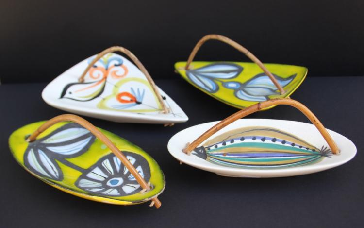 Roger CAPRON (1922-2006) Ensemble de quatre petites coupes en faïence émaillée à anses en osier