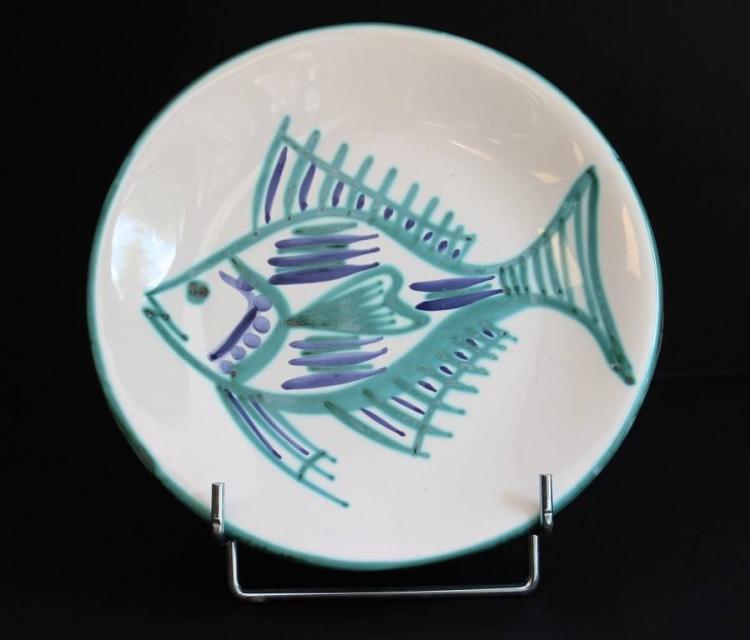 Robert PICAULT (1919-2000)  Ensemble de six assiettes en faïence émaillée de couleur blanche, verte et bleue, représentant des poissons.