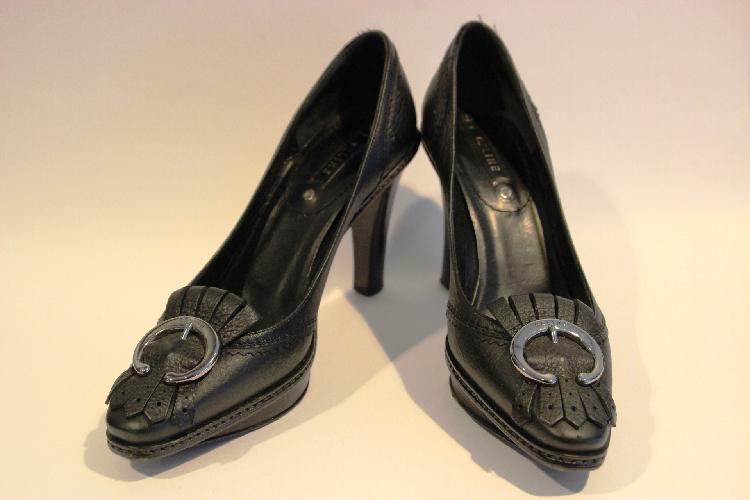CELINE paire d'escarpins à boucle siglés, cuir noir taille 37, état d'usage