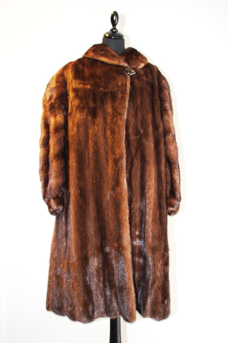 Pierre ARGALIOT manteau long en vision, col châle vers 1980, taille 42