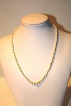 Collier de perles blanches , fermoir en argent  Longueur 49 cm