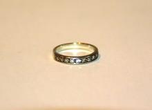 Demi alliance en or blanc et diamants  P : 2,6 g