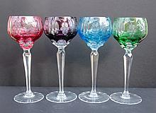Ensemble de 12 verres sur pied en cristal taille de couleurs a motif de grappes de raisins