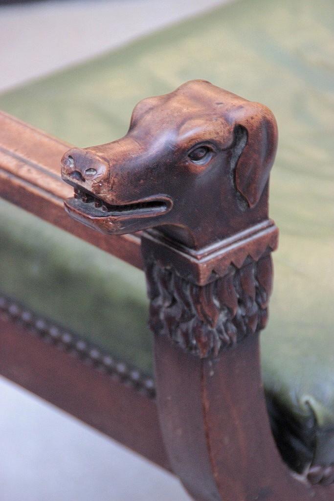 fauteuil dagobert a motif de tetes de chiens et trefles ajou. Black Bedroom Furniture Sets. Home Design Ideas