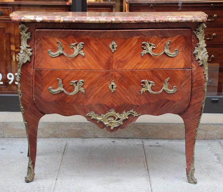 Commode en placage de bois de rose et bois de violette a deu - Commode en bois de rose ...