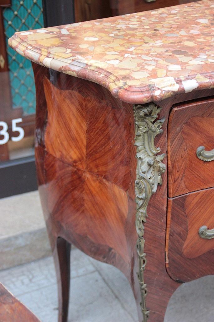 Commode en placage de bois de rose et bois de violette a deu - Commode bois de rose ...