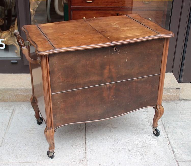 meuble bar en bois de placage annees 1950. Black Bedroom Furniture Sets. Home Design Ideas