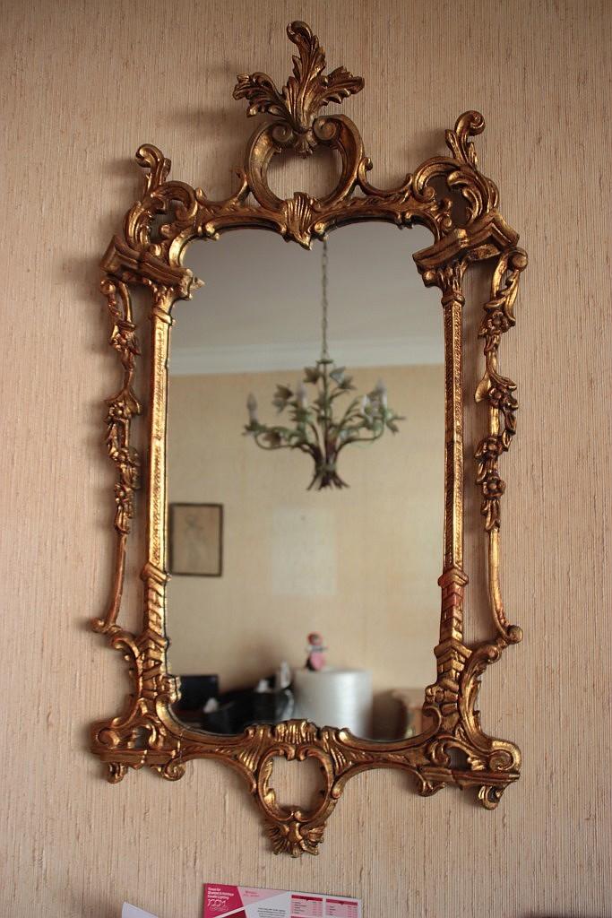 Miroir de forme rectangulaire en bois sculpte et dore a deco for Miroir dore rectangulaire