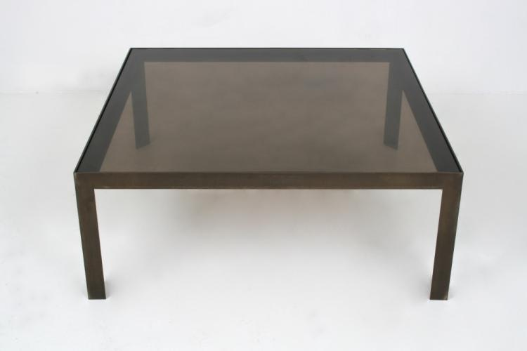 Anonyme table basse en verre et metal for Table basse verre metal