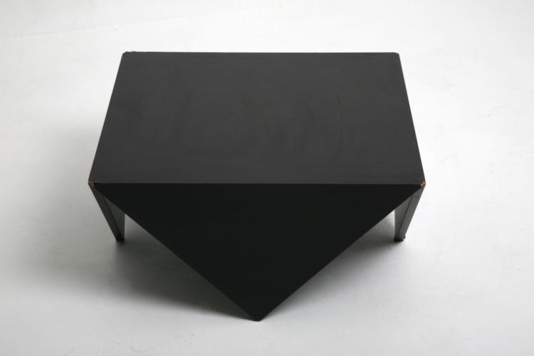 Anonyme table basse en bois noir for Table basse bois noir