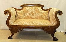 Small 19th C Empire style settee. H:35