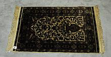 Oriental signed silk prayer rug. 3'2 X 2'1.