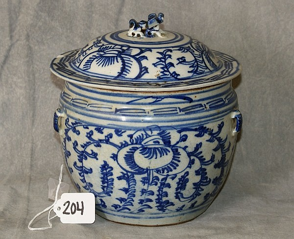 18th c Chinese porcelain blue and white covered jar