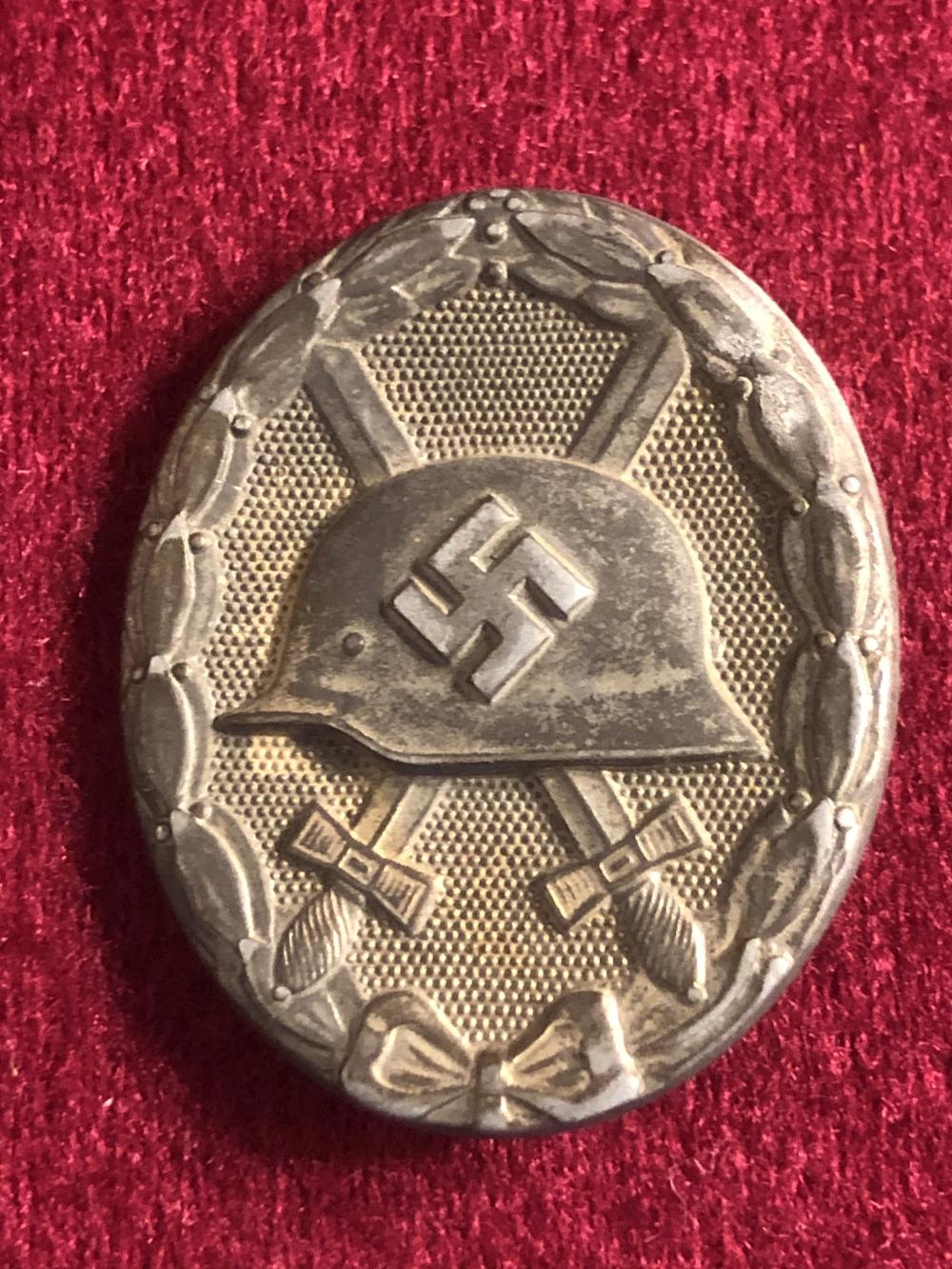 WWII German Nazi solid back wound badge
