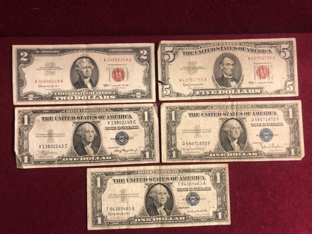 Grouping of U.S. currency