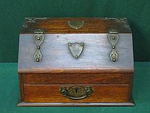 OAK STATIONARY BOX WITH FITTED INTERIOR, FOR RESTO