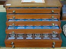 WOODEN SPECIMEN CHEST OF FIVE DRAWERS CONTAINING C