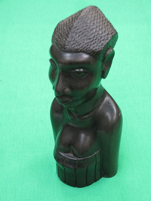 SMALL AFRICAN BUST