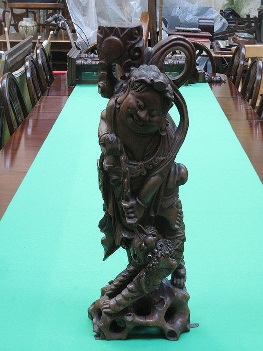 LARGE HEAVILY CARVED ORIENTAL LAMP BASE, APPROXIMATELY 60cm HIGH