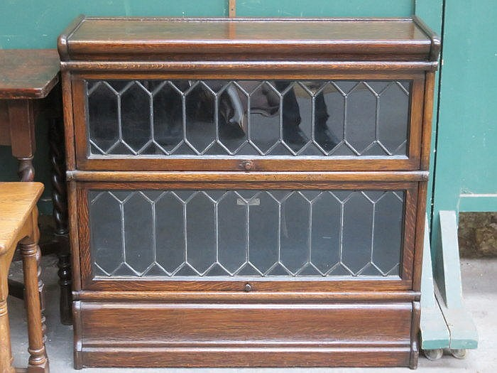 GLOBE WERNICKE TWO SECTION OAK STACKING BOOKCASE WITH LEADED GLASS DOORS